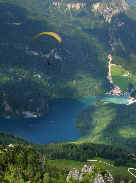 Paragliding along the Alpine mountains and Königssee (by Ben The Man)