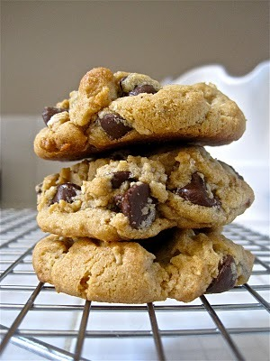 haygirlhay:  vneckandacardigan:  Peanut Butter Oatmeal Chocolate Chip Cookies  Alias: Most Perfect Cookies on Earf.   My mom and I were JUST talking about peanut butter oatmeal cookies last night!