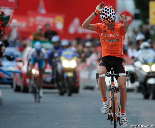 La Vuelta | Stage 11 Igor Anton takes his second stage win of the Tour and takes back the leader's jersey.  He also did a quite fantastically bizarre hands in the air salute, a distant cousin of Andy Schleck's raver celebration on stage 8 of the TdF.