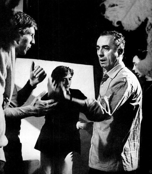 Michelangelo Antonioni… Blow-Up is one of my favorite movies, never tired to see it again because each time I see something more or something different! Thanks for this reminder to: entregulistanybostan:  Michelangelo Antonioni discusses the authenticity of the British dialogue in Blow-Up with Piers Haggard while David Hemmings waits for direction (1966) If Charlie Parker Was a Gunslinger,There'd Be a Whole Lot of Dead Copycats: Adventures in European Filmmaking #47
