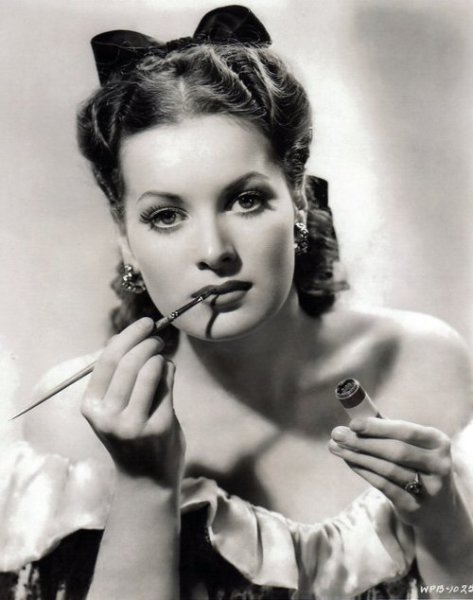 Maureen O'Hara perfects her makeup - c. 1940s