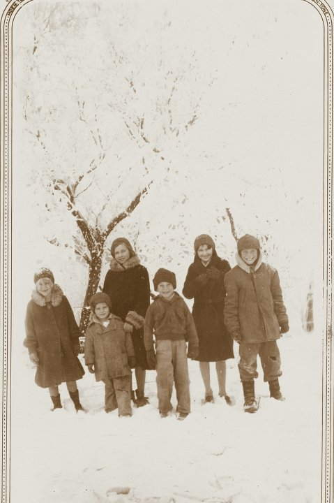 "The 6 Paine Children, ""coming home from school"" 1933"