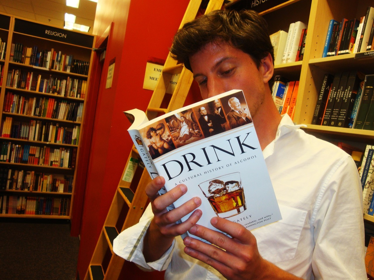 hotguysreadingbooks:  I like a man who can hold his liquor. Particularly when the liquor happens to be in the form of a book. (thanks, Trey!) —Posted by Alli