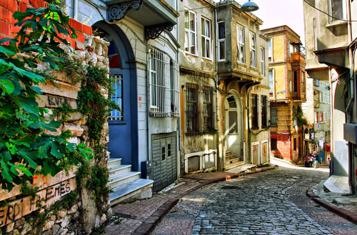 theworldwelivein:  Old Street, Turkey, Middle East  © deniz senyesil
