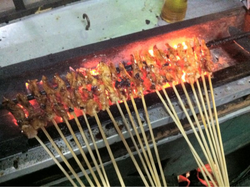 What better sight when you are hungry than sate sticks cooking gently over charcoal? We had them served with yummy sate sauce and slices of lontong in a bowl. ( lontong is cooked rice rolled in banana leaf and left to cool, then cut into small cakes or pieces. )
