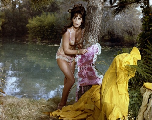 Natalie Wood in The Great Race (1965) Image Source: Tout Le Cine