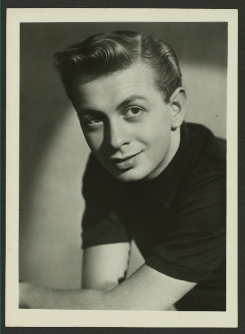 i12bent:  Boy genius Mel Tormé (Sep. 13, 1925 - 1999) - soon to become a famous jazz crooner, nicknamed The Velvet Fog… (Photo - NYPL)   e