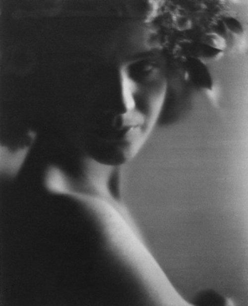 regardintemporel:  Edward Weston - Sibyl Anikeeff, 1921
