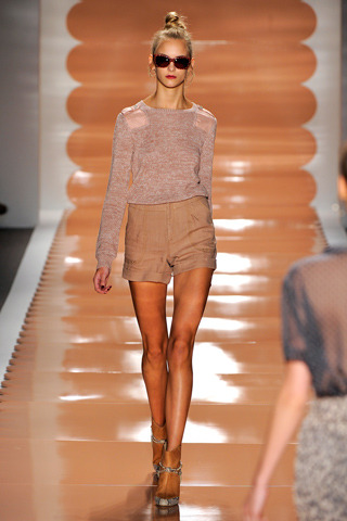 fuckyeahwelovefashion:  liveforthecatwalk:REBECCA TAYLOR SPRING 2011 READY-TO-WEAR