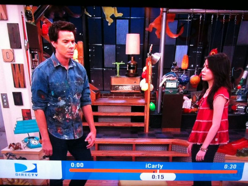 peasantstatus:  Spencer on iCarly rockin chambray, a pomp and raw denimz. And yes I recorded iCarly to watch it at 2am. HATTEURZ COME @ ME BREAUZ