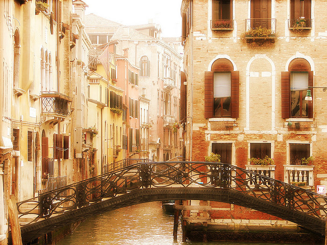 -cityoflove:  Venice, Italy  I wanna go there so bad!!