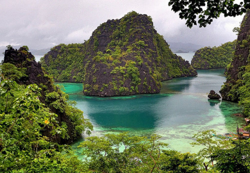 theworldwelivein:  Coron Island (by perry aragon)