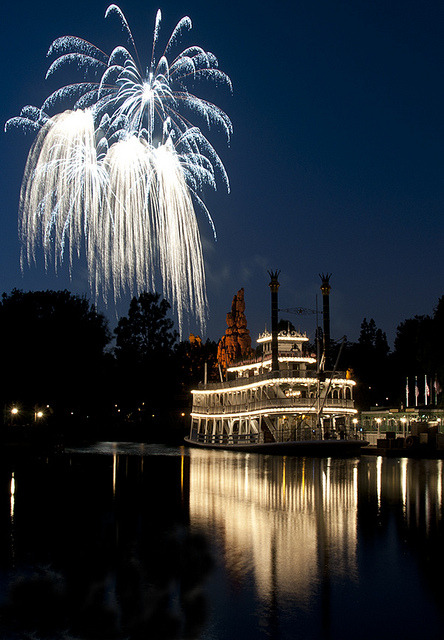disneyphilia:Disneyland Fireworks At Twilight (by William McIntosh)