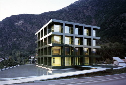 synmirror:  Werner Tscholl - Selimex Office, Laces 2005 during the day. (via subtilitas)