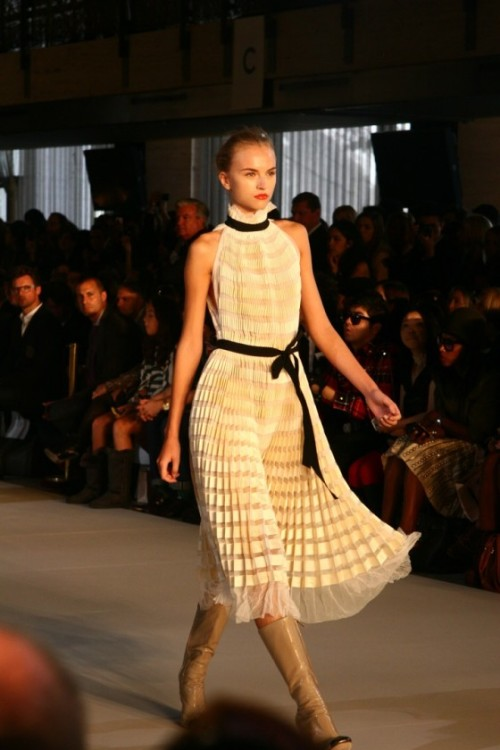 I am in love with this dress from Jill Stuart's Spring 2011 show.  Can't you tell? (Image via Fashion Indie)