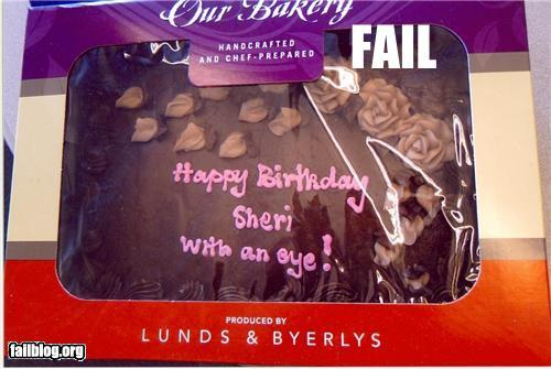 "CAKE FAIL: ""Happy birthday Sheri. With an eye!"" De lo más gracioso que e visto últimamente xD"