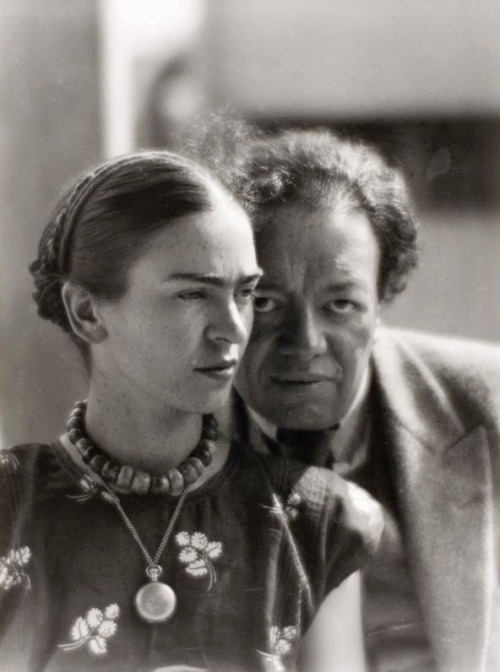 chagalov:  Frida Kahlo and Diego Rivera, Mexico 1933 -by Martin Munkácsi