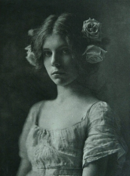 regardintemporel:  Mathilde Weil - Rosa Rosarum, 1901