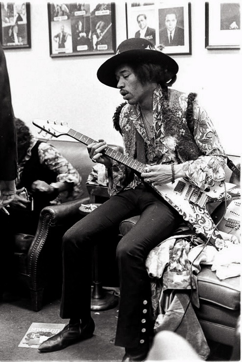 theplanetofsound:  Jimi Hendrix (November 27, 1942 – September 18, 1970) In memory of Jimi Hendrix who died 40 years today.  On this pic, Jimi is holding a 1967 flying V, custom painted by himself. He used the V during his 67/68 tour in Paris. (what about that strat behind him?)