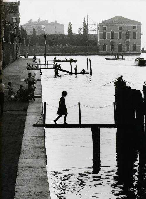 Willy Ronis Venice, 1959 From Willy Ronis, via liquidnight