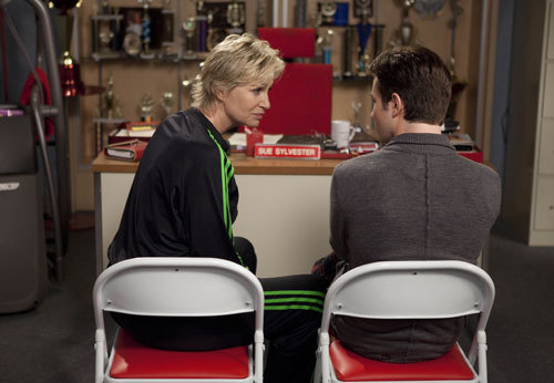 "GLEE: Sue (Jane Lynch, L) corners Kurt (Chris Colfer, R) in the ""Grilled  Cheesus"" episode of GLEE airing Tuesday, Oct. 5 (8:00-9:00 PM ET/PT) on  FOX. ©2010 Fox Broadcasting Co. CR: Adam Rose/FOX HQ: http://img340.imageshack.us/img340/5386/203gleeep203sc18022.jpg"