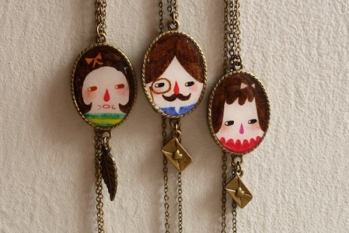 New works update! Some necklaces I did few days ago~ I like to shoot them on my wall, the background looks so texture and natural. I am thinking to give a necklace in my next giveaway, is it a good prize to you?