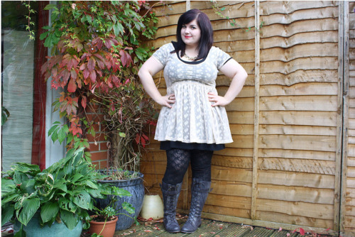 Dress - PrimarkLeggings - PrimarkBoots - EvansCardigan - New LookNecklace - TopshopRing - Topshop FOLLOW HER HERE: http://frenchforcupcake.blogspot.com/2010/09/back-from-france-and-new-boots.html