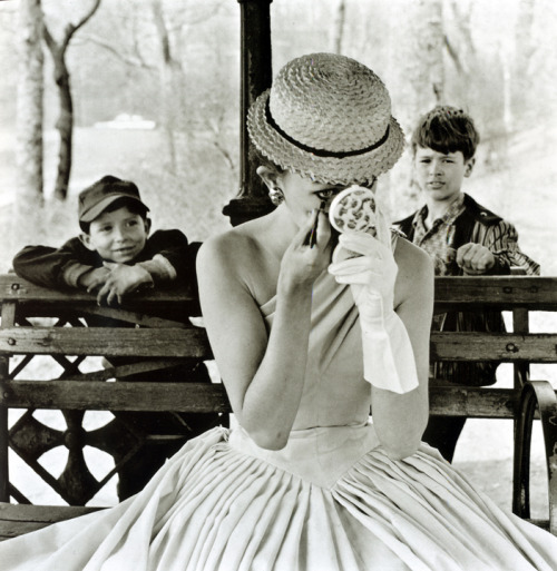theniftyfifties:  A model applies makeup in Central Park, New York City, 1955. Photo by Frank Paulin.