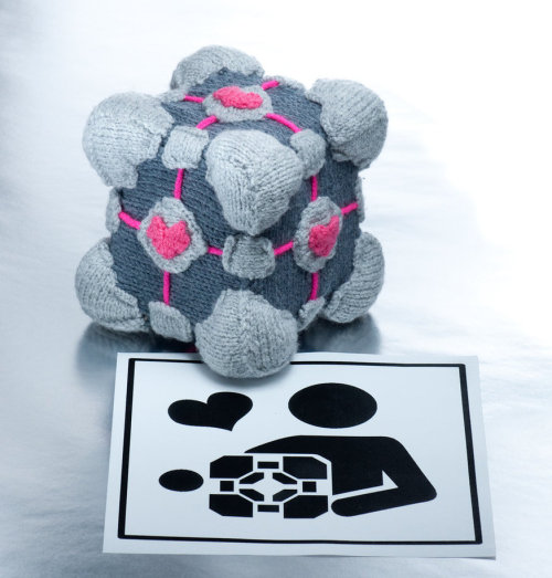 Companion cube by *foxymitts