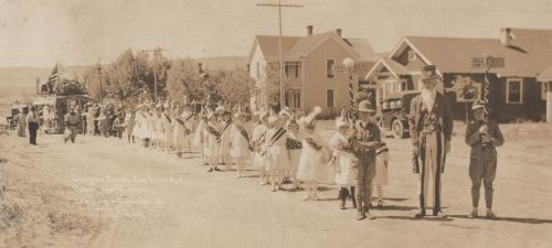 Douglas County Fair Float & Parade, July 4, 1920. Designed and conducted by L.T. Helbig, Waterville, WA.