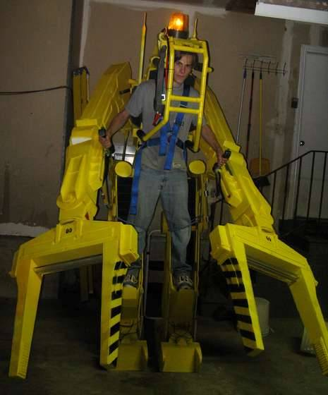 thedailywhat:  Kickass Costume of the Day: Full-size exosuit cargo-loader Costume, inspired by Ripley's climactic weapon of choice in Aliens. See it in action here, then make your own! [gws.]