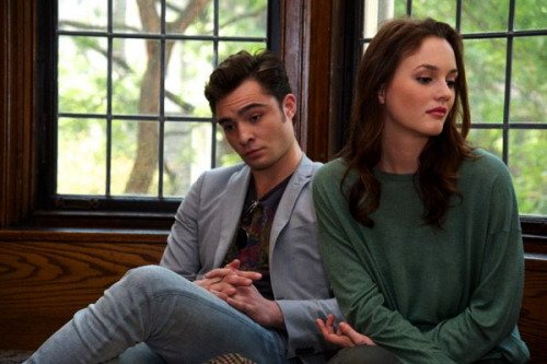 bdfl:  Ed and Leighton, Gossip Girl set visit. This photo is all kinds of awesome. Ed looks SO bored.