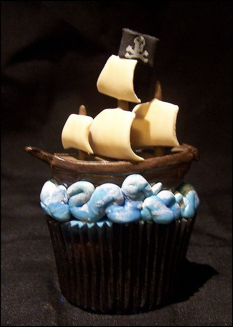 Pirate ship cupcake!