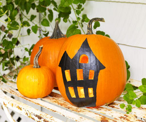 mrsamberapple:  I'm going to do this!  suziebeezie:  haunted house pumpkin how-tos here at family circle