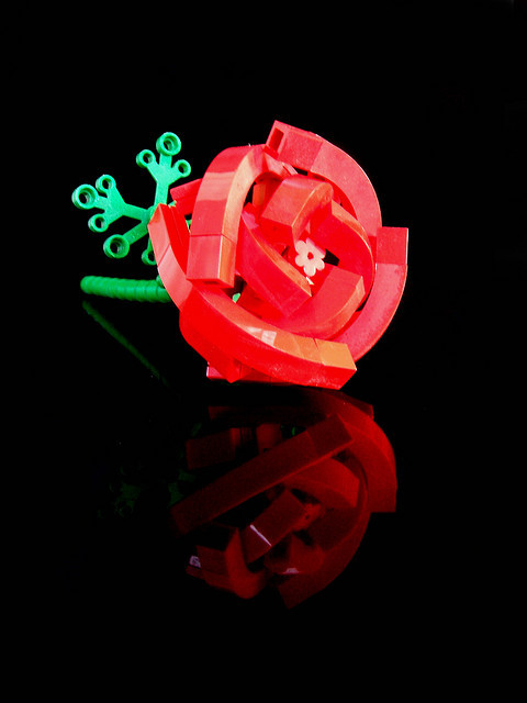 "legos:  missrainbowkami:  LEGO Rose (by Chris ""wunztwice"")  Lego Rose"