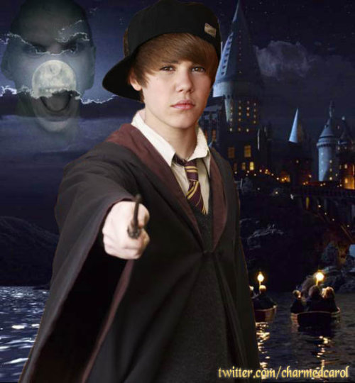 chatterboxrose:  expectopatronum15:  elysasakurai:  yeahitsjustinbieber:  stoplookandbelieb:  bustinxxjieber:  yourdreamboybieber:  bieberbabee:  -justinbieber:  oh yes ;)  lol  HAAHAHA Ok why does this look like he is really from the movie?OMFG. THAT WOULD MAKE MY FUCKING LIFE.  AHAHHAHAH  This!  This made my day ♥  <3<3<3  NOOO WHAT??  PLEASE TELL ME THIS ISN'T TRUE.  And no one pushed him off the boat? BLASPHEMY.