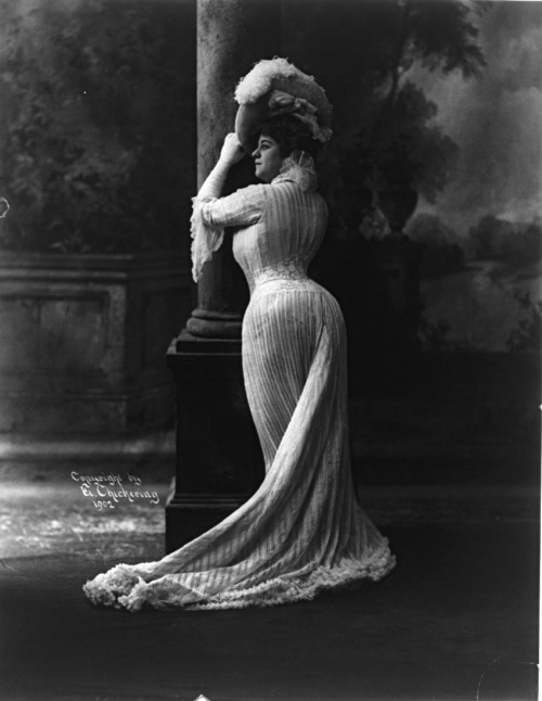 The incredible corseted figure of actress Bianca Lyons, 1902. From the Library of Congress.