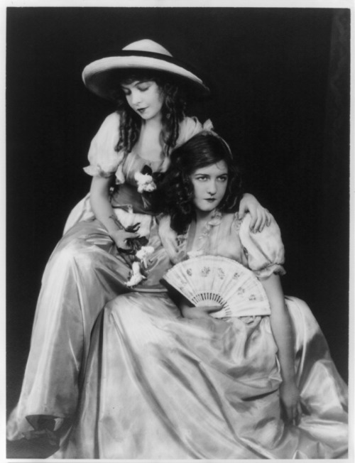 Actresses Lillian (1893-1993) and Dorothy (1898-1968) Gish. Date unknown. From the Library of Congress.