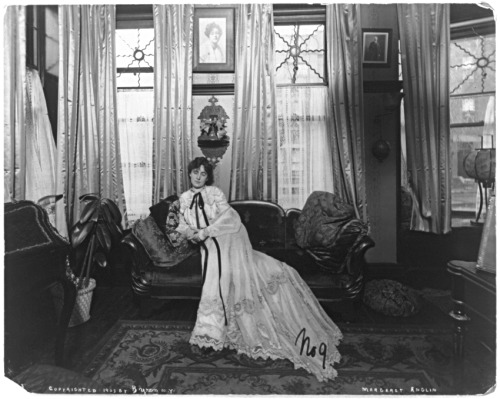 Actress Margaret Anglin (1876-1958) in a living room, 1903. From the Library of Congress.