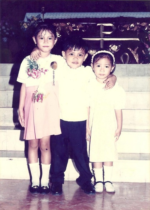 my sibs and i during my preschool grad. we're such a goofy cast :P me trying to be nice, my brother the imp, and my sister the bugnot shy type. LOL please forgive my make-up, blame my mama please. and my sugat sa tuhod! HAHAHAHA this is soooo! :P