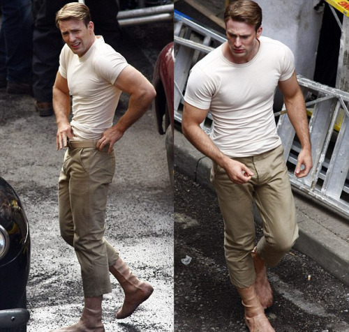 atomicblonde:  chekovswood:  Oh. Hello, Cap. Fancy seeing you on my dash again.  OMGGGGGGGGGGGGG I AM SO EXCITED WOWOWOW