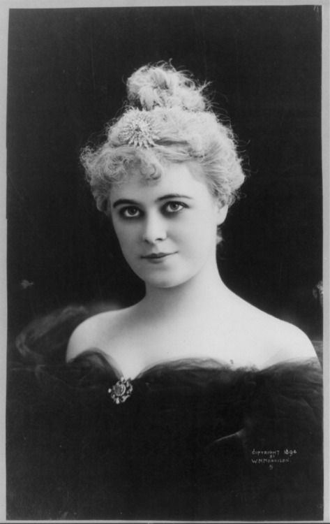 Stage actress Caroline Miskel Hoyt, c. 1894. She died during childbirth in 1898 at the age of twenty-five. :( You can read a little more about her in this archived article from The Atlantic. Via the Library of Congress.