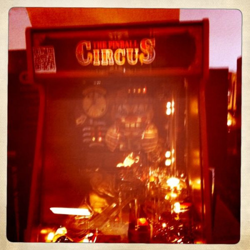<p>Only 2 of these pinball games in existence: Pinball Circus. It's raaaad</p>