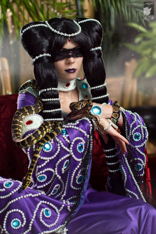 cosplayblog:  Awesome Medusa cosplay from Pet Shop of Horrors manga / anime