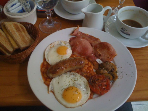 English Breakfast in London. Day 4 brought the discovery of a great cafe with free wifi & very good food at a reasonable price! Thanks to Cafe De Fred on Earls Court Road for making our day!