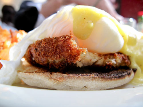 foodthatiliketostuffmyfacewith:  crab cakes eggs benedict from Essex (NYC)