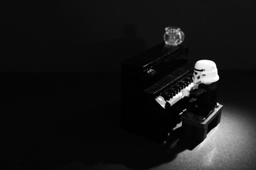 play for me.. you legoman…