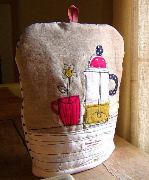 spotty cafetiere cosy (by vintagetown)