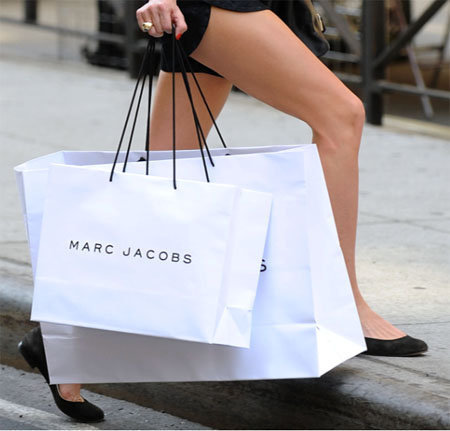 Olivia with Marc Jacobs bags