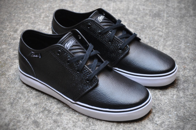 Fresh.Kicks .: Jun Cha x Circa Footwear : Select Drifter These would be fresh with a grey/black suit.